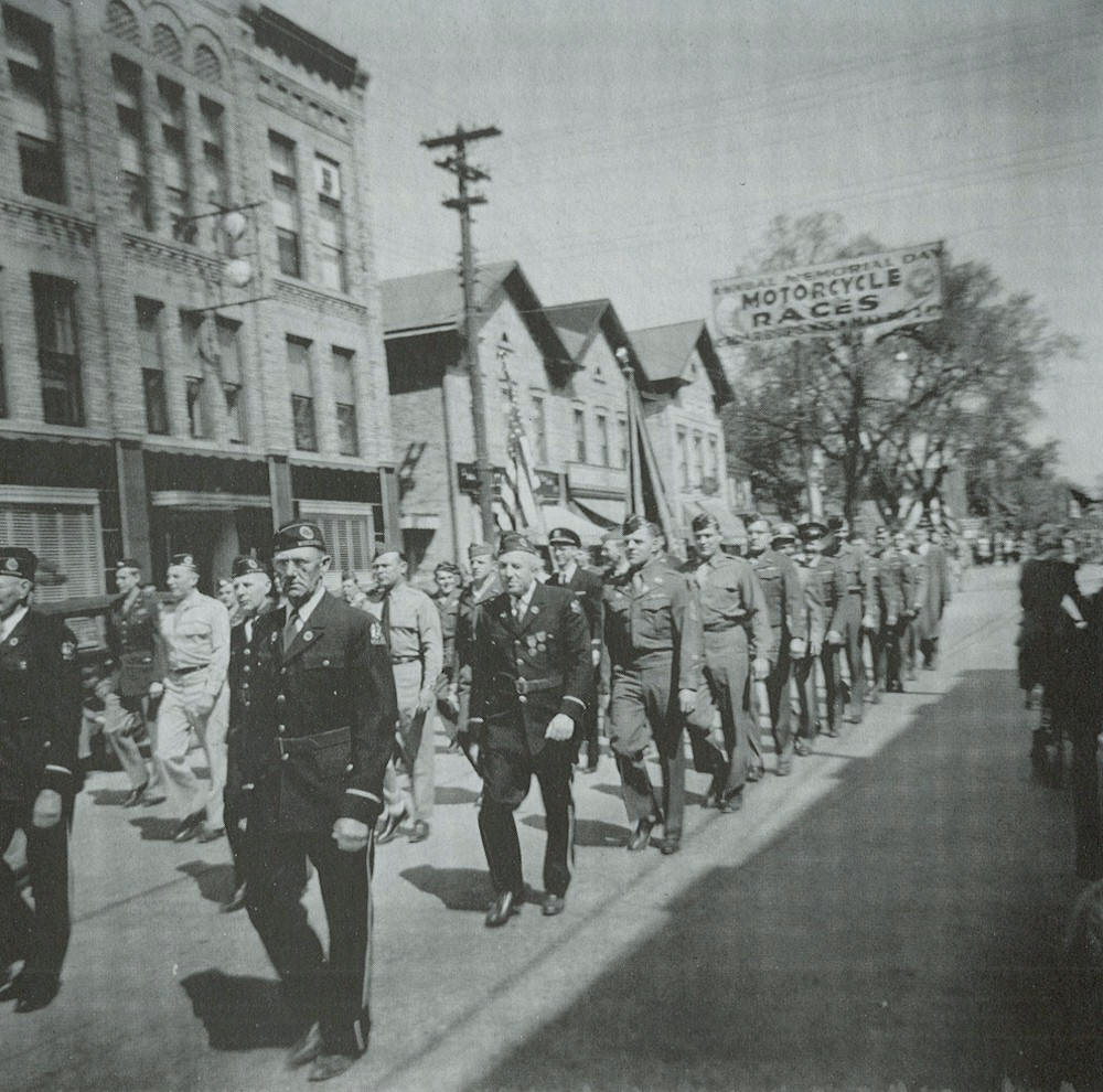 Veterans of World War I and World War II marching in the parade.